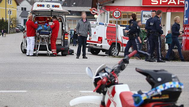 Ein Streifenwagen krachte bei der Jagd in ein Moped, zwei Jugendliche wurden beim Unfall verletzt. (Bild: laumat.at)