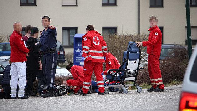 Die verletzten Jugendlichen wurden vom Roten Kreuz versorgt. (Bild: laumat.at)