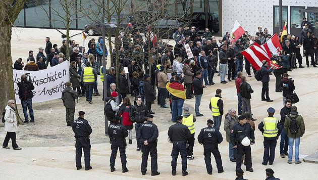 Zwei Personen wurden im Rahmen der Demos festgenommen, ansonsten kam es zu keinen Vorkommnissen. (Bild: APA/DIETMAR MATHIS)