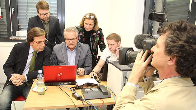 Wahltag in der Steiermark: SPÖ-Landeshauptmann Franz Voves (links) und sein Team (Bild: Christian Jauschowetz)