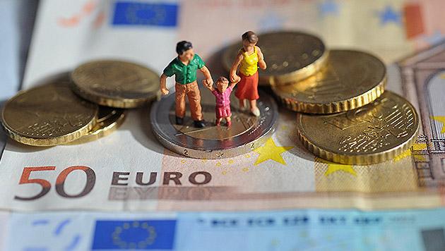 Streit um Mindestsicherungs-Kürzung für Zuwanderer (Bild: APA/dpa/Andreas Gebert)