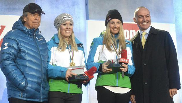 ÖSV-Boss Schröcksnadel, Andrea Limbacher (Ski Cross), Anna Gasser (Slopestyle), Sportminister Klug (Bild: APA/HERBERT PFARRHOFER)