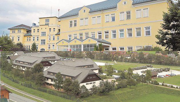 Beim Krankenhaus in Tamsweg halfen die Proteste, bei der Kaserne sieht es weniger gut aus. (Bild: Roland Holitzky)