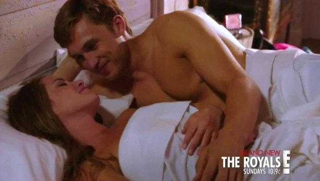 """Liz Hurley als sexy Königin in """"The Royals"""" (Bild: Viennareport)"""