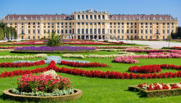 Beim Ostermarkt vor dem Schloss Schönbrunn bieten 60 Aussteller Schmuck und Schmankerl. (Bild: Clipdealer.com)