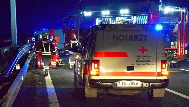Zwei Tote bei Unfall auf der Westautobahn (Bild: APA/FF AMSTETTEN)