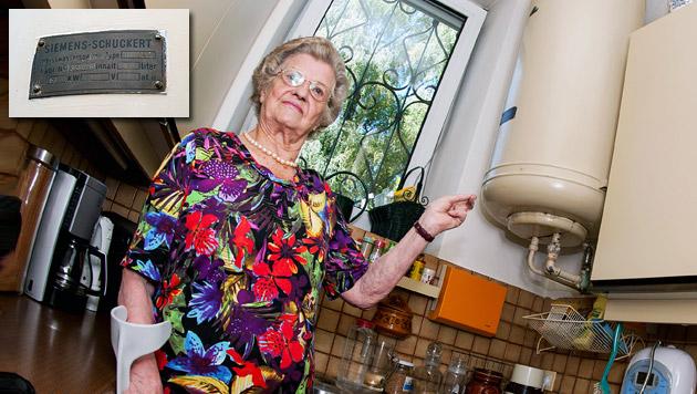 Frau heizt Wohnung mit ältestem Boiler Europas (Bild: Werner Kerschbaummayr)