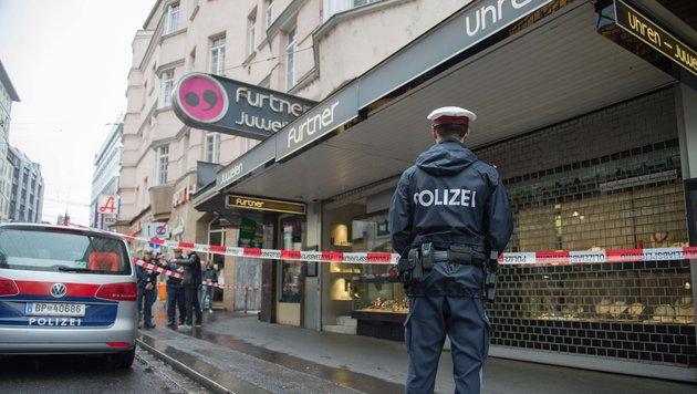 Das Juweliergeschäft in der Linzer Innenstadt (Bild: APA/WERNER KERSCHBAUMMAYR)