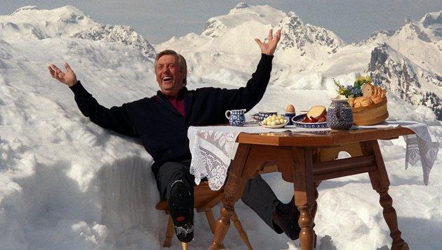Karl Moik bestens gelaunt bei einer Besichtigung des Hochjochs im Montafon (Vorarlberg) (Bild: APA/DPA/JÖRG SCHMITT)