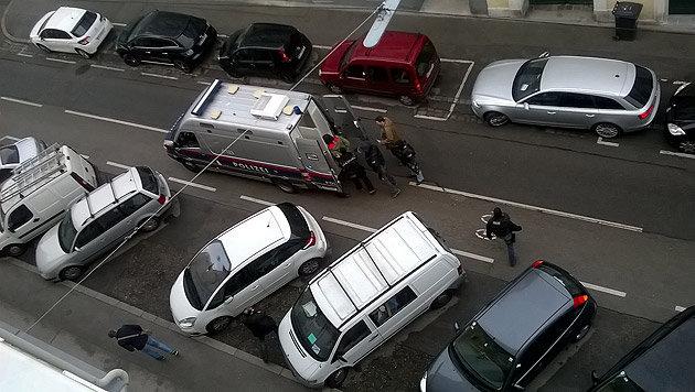 """Die Festnahme der drei Verdächtigen in Wien (Bild: """"Krone""""-Leserreporter Werner Nosko)"""