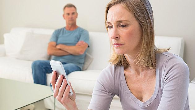 Wenn das Smartphone zum Beziehungskiller wird (Bild: thinkstockphotos.de)