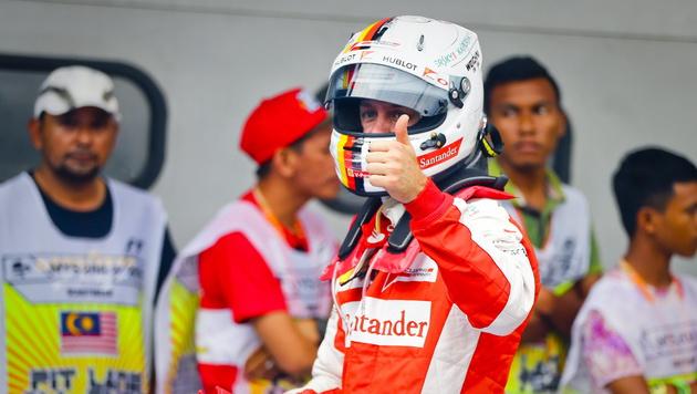 """Vettel: """"Da wurden viele Kindheitsträume wahr!"""" (Bild: APA/EPA/DIEGO AZUBEL)"""