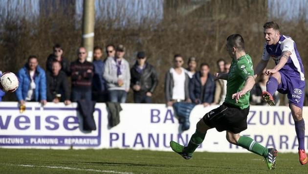 Auch Sebastian zrinitzer (rechts) traf bei Austrias Derby-4:0 gegen Neumarkt. (Bild: Andreas Tröster)