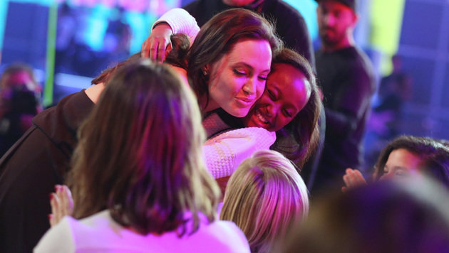 """Gratulation! Angelina Jolie wurde als """"Bester Bösewicht"""" für """"Maleficent"""" ausgezeichnet. (Bild: Matt Sayles/Invision/AP)"""