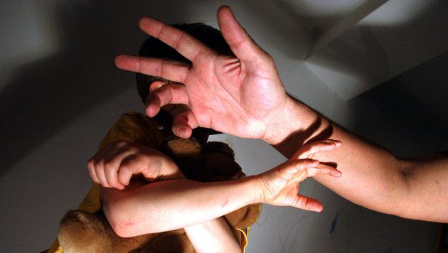 Mann prügelt Sohn (6) in Asylheim spitalsreif (Bild: Martin Jöchl (Symbolbild, gestellte Szene))