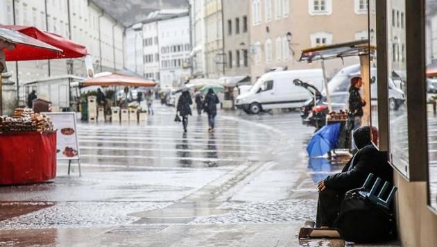 Bettler findet man in der Salzburger Innenstadt beinahe an jeder Ecke. (Bild: Markus Tschepp)