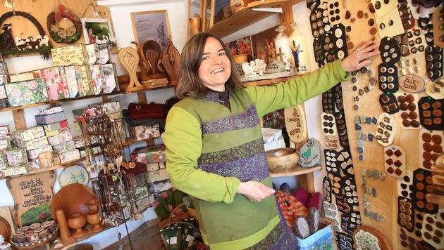 Angelina Pucher in der Knopfmacherstube (Bild: Uta Rojsek-Wiedergut)