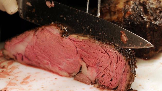 Die EU verbietet jetzt pickerlloses Fleisch (Bild: APA/dpa-Zentralbild/Jens Kalaene)