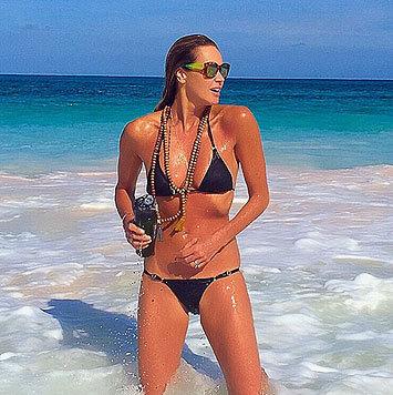 Elle Macpherson posiert mit 50 Jahren im Bikini. (Bild: Viennareport)
