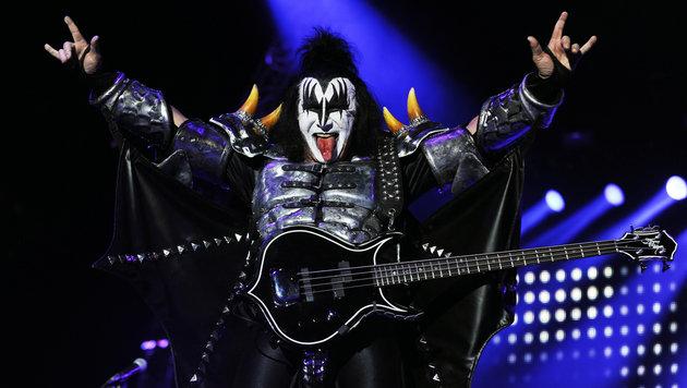 Die Zunge ist Gene Simmons' Markenzeichen, daher ließ er sie um eine Million Dollar versichern. (Bild: APA/HERBERT P. OCZERET)
