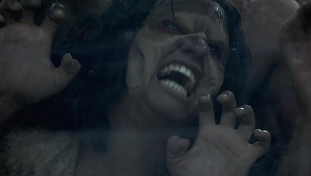 U-Bahn-Fahrgäste werden Opfer von Zombie-Attacke (Bild: YouTube.com)