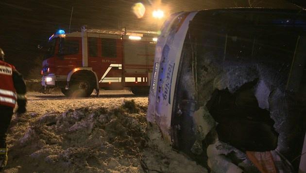 Fünf Insassen wurden leicht verletzt. (Bild: BFV LIEZEN/Schlüßlmayr)
