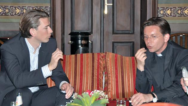 Außenminister Sebastian Kurz im Gespräch mit Hospiz-Chef Rektor Markus Bugnyár