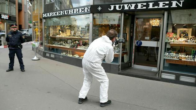 Juwelier bei Überfall in Wiener City verletzt (Bild: APA/GEORG HOCHMUTH)
