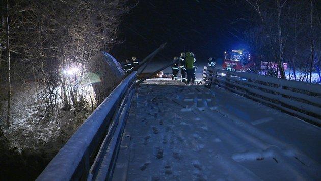 Kleinbus in der Stmk beinahe in Enns gestürzt (Bild: BFV LIEZEN/Schlüßlmayr)