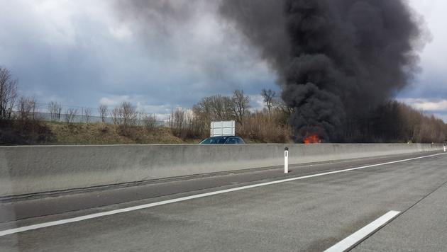 Der Wagen brannte völlig aus. (Bild: Leserreporter Stefan Ivansich)