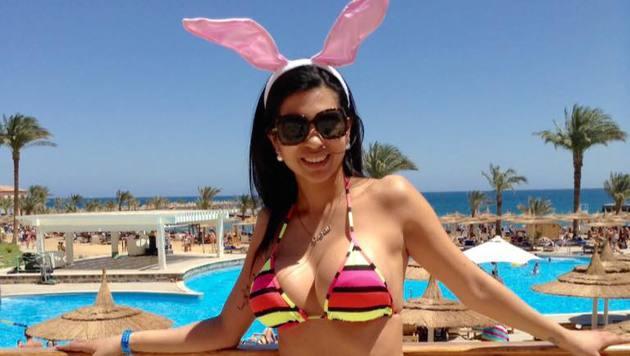 """Aus dem Urlaub in Ägypten sendet """"Bambi"""" sexy Ostergrüße. (Bild: facebook.com/nina.bruckner.39)"""