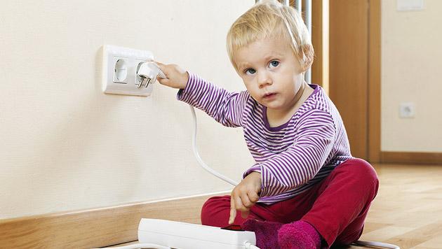 Wie Sie Ihren Haushalt kindersicher machen (Bild: thinkstockphotos.de)