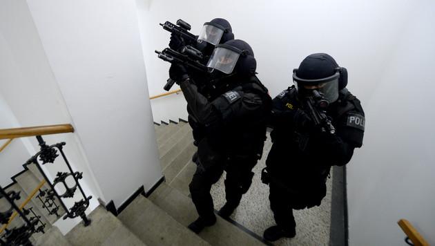 Mordversuch scheitert - Täter richtet sich selbst (Bild: APA/ROLAND SCHLAGER (Symbolbild))
