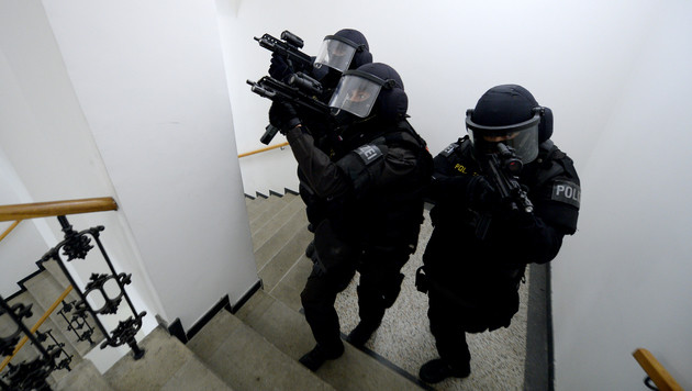 Terrorverdacht in St. Pölten: Syrer festgenommen (Bild: APA/ROLAND SCHLAGER (Symbolbild))