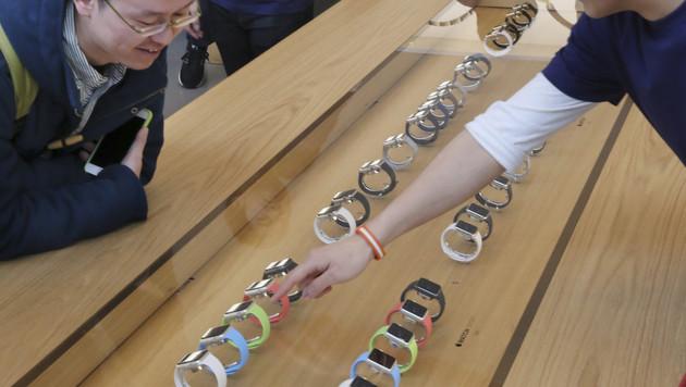 Japaner durften Apple Watch als Erste ausprobieren (Bild: AP)