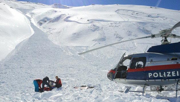 Toter und Schwerverletzter bei Lawinenabgang (Bild: APA/ZEITUNGSFOTO.AT/UNBEKANNT)