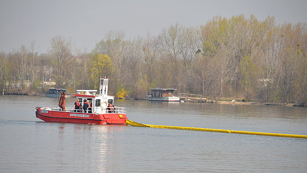 Umweltalarm nach Öl-Unglück auf der Donau (Bild: MA 68 Lichtbildstelle)