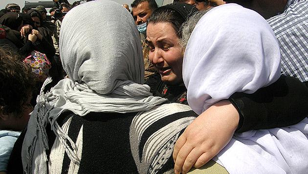 Jesidische Frauen, die aus den Fängen des IS befreit wurden. (Bild: AP)