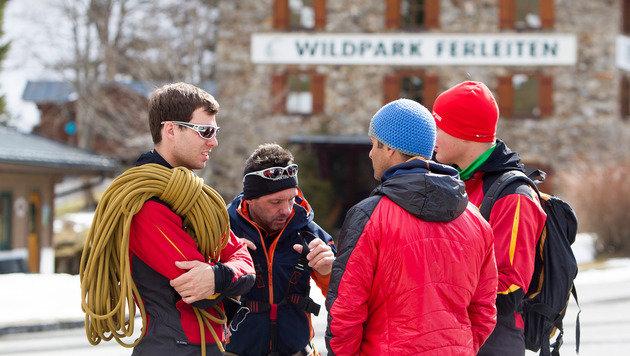 Die Bergung der beiden Tourengeher verlangte den Helfern einiges ab. (Bild: APA/EXPA PICTURES/JFK)