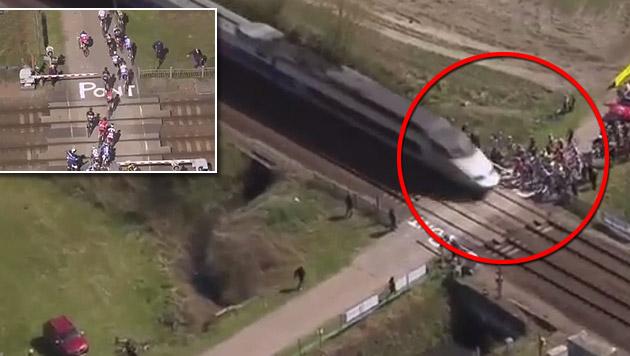 Fast von Zug überrollt: Radstars droht Strafe (Bild: YouTube.com)