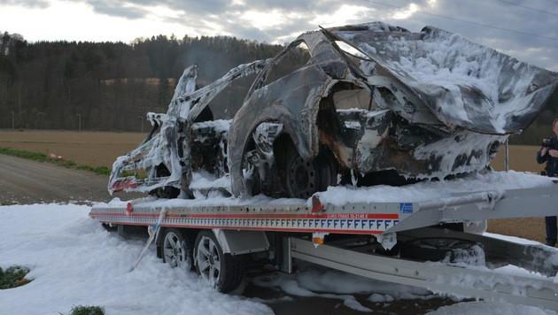 Von dem schrottreifem Auto blieb nicht viel übrig. (Bild: FF Gleisdorf)