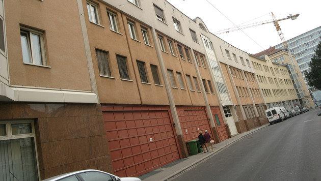 Der Jusitzwachebeamte war in der Linzer Gefangenenanstalt beschäftigt. (Bild: Horst Einöder)