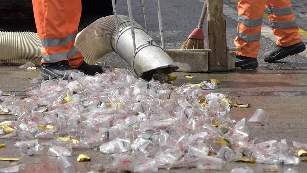 Die Überbleibsel vom 32. Wien-Marathon... (Bild: APA/HANS PUNZ)