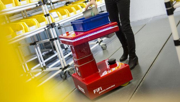 """Roboter """"Fifi"""" folgt auf Schritt und Tritt (Bild: kit.edu/Andrea Fabry)"""