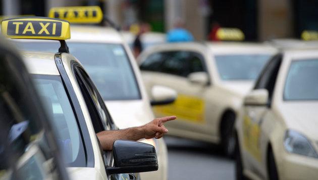Uber will Taxler in Deutschland für sich gewinnen (Bild: APA/dpa (Symbolbild))