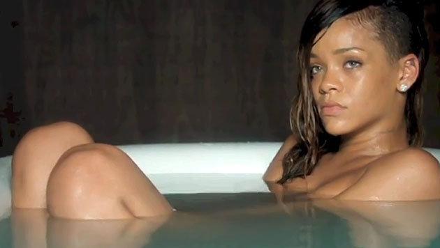 Rihanna in der Badewanne. (Bild: Viennareport)