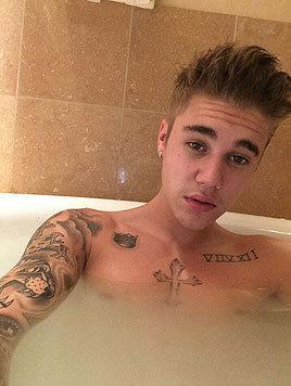 Justin Bieber scheint sein Bad nicht sehr zu genießen. (Bild: Viennareport)