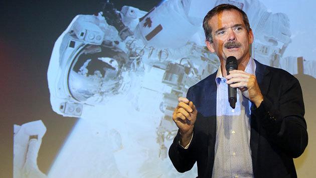 Chris Hadfield 2014 bei einer Buchpräsentation in Berlin (Bild: APA/EPA/Stephandie Pilick)