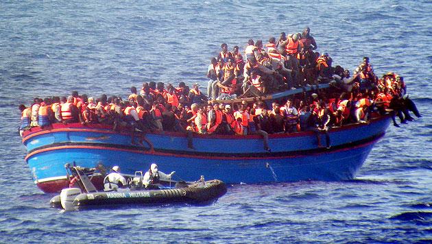 Muslimische Fl�chtlinge warfen Christen ins Meer (Bild: AP)