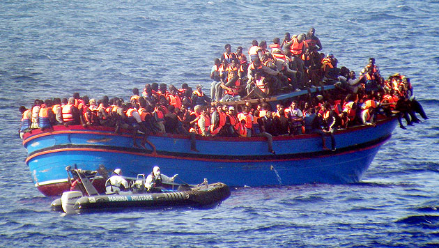 Muslimische Flüchtlinge warfen Christen ins Meer (Bild: AP)